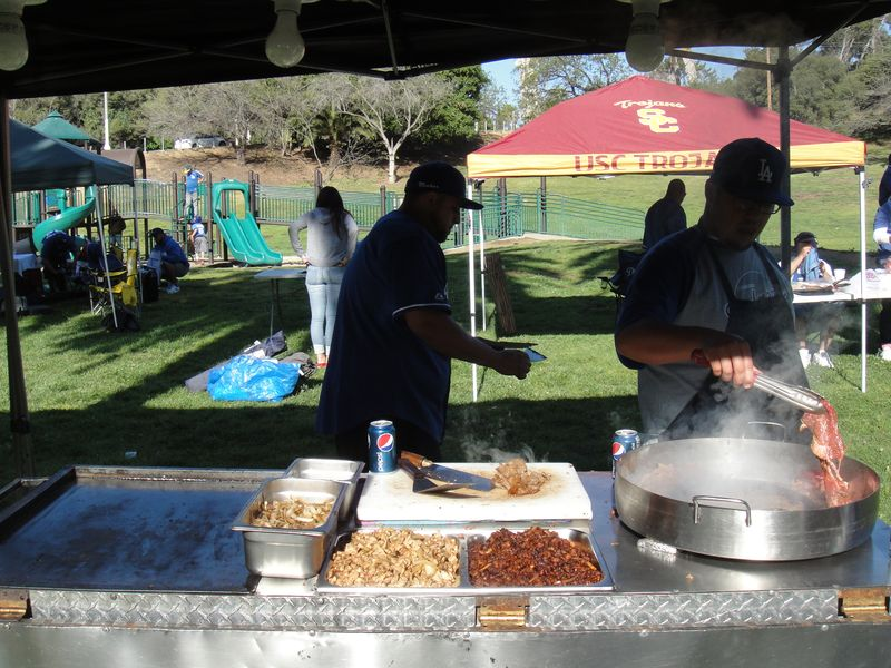 2013 Dodger Blog tail gate 3