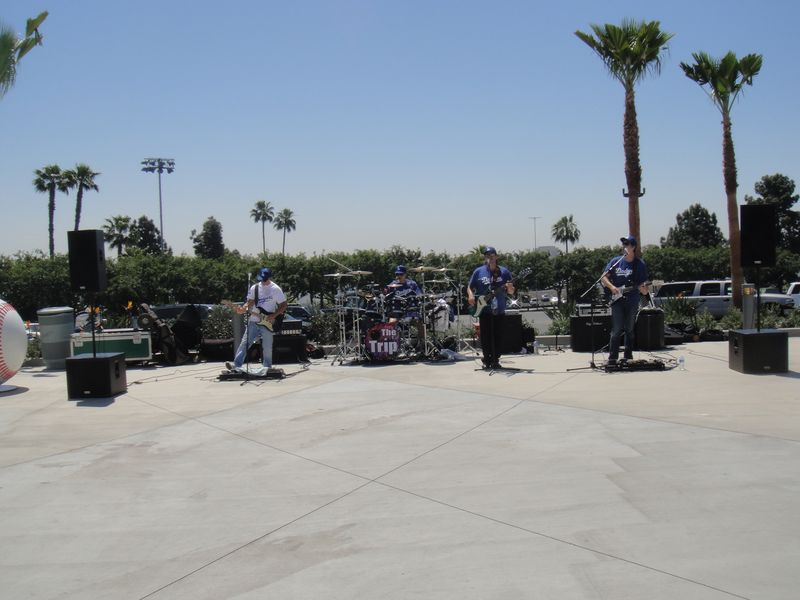 2013 Dodger BLog Mothers Day The Trip Band