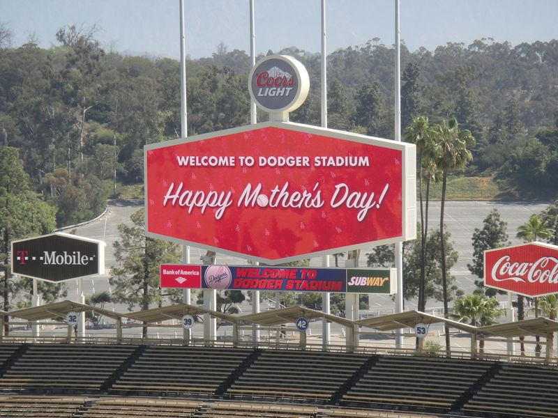 2013 Dodger Blog Mothers Day Jumbo Tron