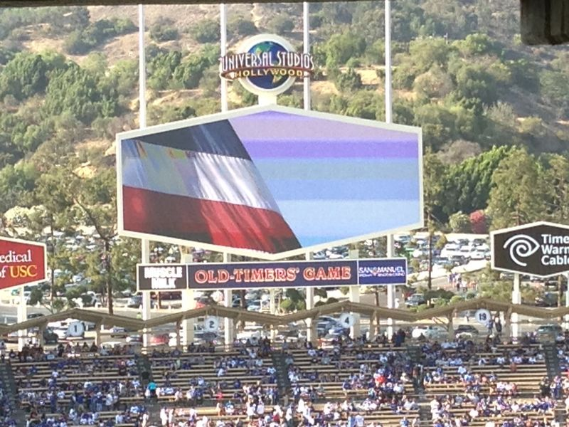2013 Dodger Blog Old Timers Game pic 38 Rick Monday flag pic 3