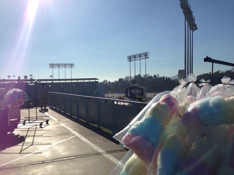 2013 Dodger Blog vs Phillies cotton candy sky line pic 7