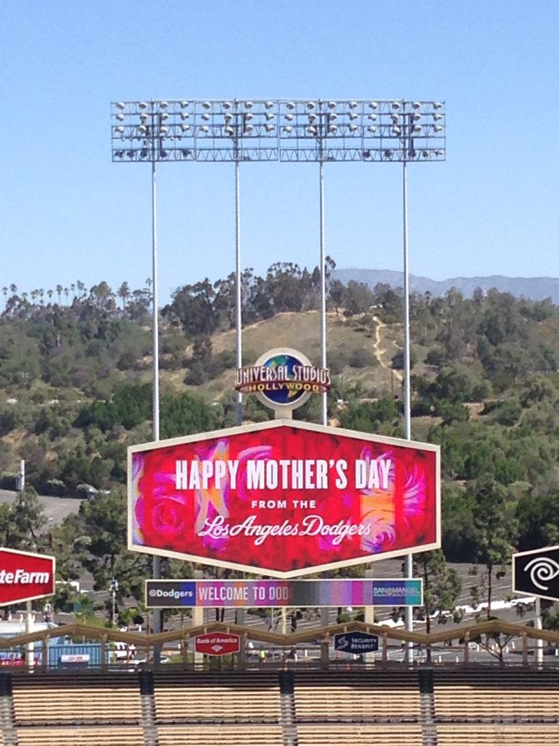 2014 Dodger Blog vs Giants game 4 Mothers Day Bees pic 6