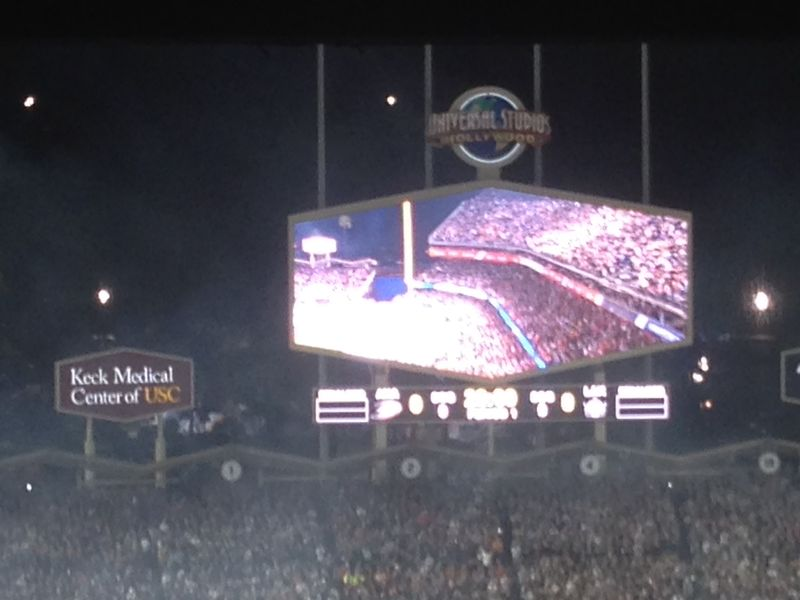 2014 Dodger Blog Stadium Series gretzky intro pic 3